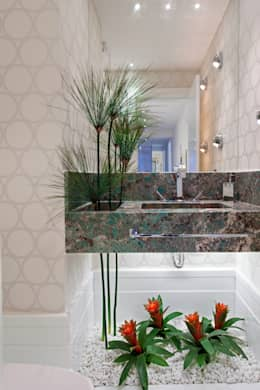 Projekty,  Łazienka zaprojektowane przez Designer de Interiores e Paisagista Iara Kílaris