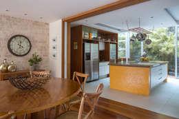 Cocinas de estilo  por Maria Claudia Faro