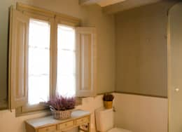 Bagno in stile in stile Moderno di Nice home barcelona