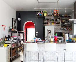 Cuisine de style de style Moderne par ユミラ建築設計室