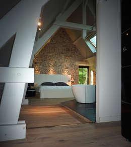 BRANDIVY: Chambre de style de style Moderne par NAI ARCHITECTURE