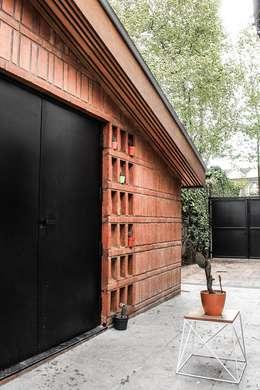 Quincho Adrogué: Jardines de estilo moderno por DRMestudio
