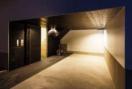 Garajes de estilo escandinavo por 一級建築士事務所haus
