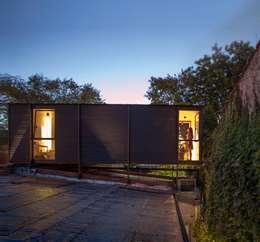 Casa Palo: Casas de estilo moderno por AToT