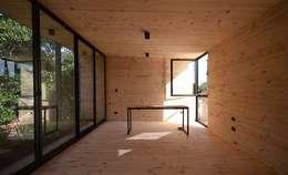 Casa Palo: Terrazas de estilo  por AToT