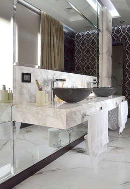 Casa 2: Baños de estilo moderno por Fontenla