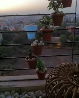 Green Blacony:  Balconies, verandas & terraces  by Takeaway Interiors