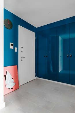 Our photoshoot of apartment design by JT Grupa Architects 2: styl , w kategorii Korytarz, przedpokój zaprojektowany przez Ayuko Studio