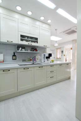 Projekty,  Kuchnia zaprojektowane przez 핸디디자인