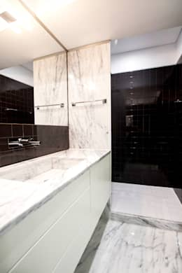 modern Bathroom by Landmark Arquitectos