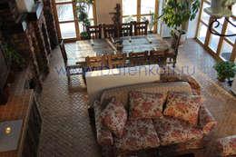 Фото Дизайн проект гостевого дома в стиле шале от Батенькофф: Гостиная в . Автор – Дизайн студия 'Дизайнер интерьера № 1'