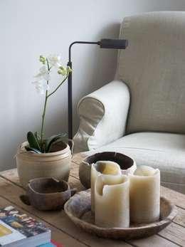 Hedeendaagse house: Salon de style de style Moderne par H + H home & interiors