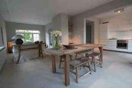 Hedeendaagse house: Salle à manger de style de style Moderne par H + H home & interiors