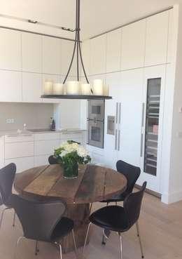 Rénovation contemporaines: Salle à manger de style de style Moderne par Amber-Design