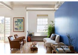 Apto. Joaquim: Salas de estar minimalistas por RSRG Arquitetos
