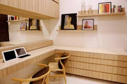 NANDA  RESIDENCE: modern Study/office by Uber space