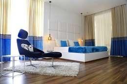 NANDA  RESIDENCE: modern Bedroom by Uber space