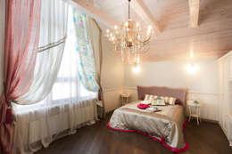 дом 240 м2  в черте города, проект реализован в 2010 году.: Спальни в . Автор – частный дизайнер  Милена  Федотова
