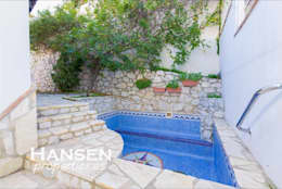 piscina: Piscinas de estilo  por HansenProperties