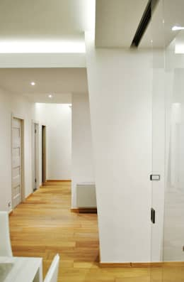 Projekty,  Korytarz, przedpokój zaprojektowane przez Salvatore Nigrelli Architetto