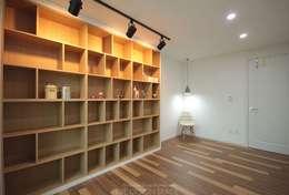 동탄아파트인테리어 능동 푸른마을두산위브 33평 인테리어: 디자인스튜디오 레브의  거실