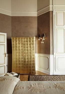Lake House, Lago di Como, Italy: klasieke Slaapkamer door Ethnic Chic Home Couture