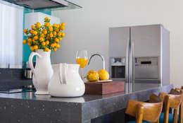 tropische Keuken door Renata Matos Arquitetura & Business