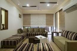 OPULENT SIMPLICITY: modern Living room by Archana Shah & Associates