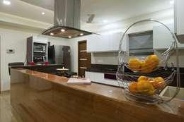 OPULENT SIMPLICITY: modern Kitchen by Archana Shah & Associates
