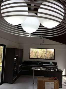 Salas / recibidores de estilo moderno por Andres Hincapie Arquitectos