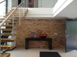ห้องนั่งเล่น by Andres Hincapie Arquitectos