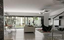 Vivienda en Rincon de Emilio, Neuquen Capital, Argentina: Livings de estilo moderno por Chazarreta-Tohus-Almendra