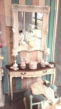Decoración de interiores: muebles country chic & vintage: Livings de estilo moderno por 27-30548217-5