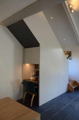 Woonhuis Landgraaf: moderne Studeerkamer/kantoor door Ontwerpbureau Op den Kamp