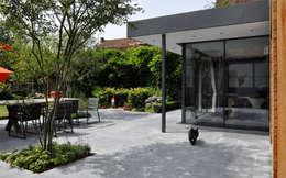 Saintes: Jardin de style de style Moderne par GSLarchitectes