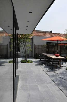 Saintes: Maisons de style de style Moderne par GSLarchitectes