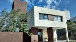 Valle Escondido: Casas de estilo moderno por BULLK Aruitectura y construcción