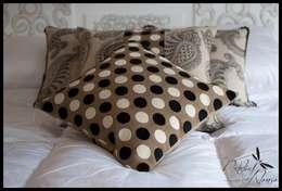 Dormitorios de estilo ecléctico por Diseñadora Lucia Casanova