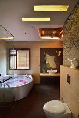 GAJENDRA YADAV'S RESIDENCE: modern Bathroom by Spaces Architects@ka