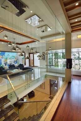 GAJENDRA YADAV'S RESIDENCE: modern Living room by Spaces Architects@ka