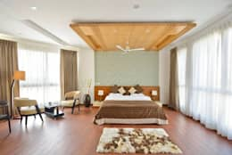 J. P. GREENS FLAT: modern Bedroom by Spaces Architects@ka