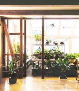 Jardines de invierno de estilo moderno por ユミラ建築設計室