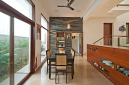 Sajeev kumar and family's Residence at Girugambakkam: modern Dining room by  Murali architects