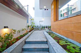 Sajeev kumar and family's Residence at Girugambakkam:  Terrace by  Murali architects