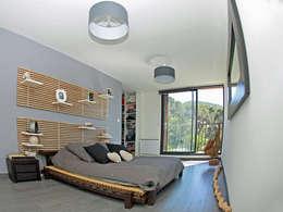 VILLA L.02: Chambre de style de style Moderne par TRIBU ARCHITECTES
