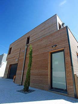 VILLA L.02: Maisons de style de style Moderne par TRIBU ARCHITECTES