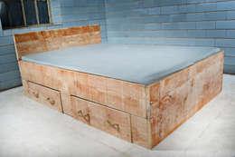 Bett SANNES mit 2 Bettkasten : landhausstil Schlafzimmer von JOHANENLIES