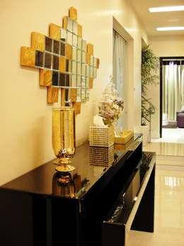 Residence Design, Sandesh Vihar:  Corridor & hallway by H5 Interior Design