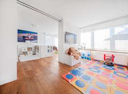 Cuartos infantiles de estilo moderno por Luzestudio Fotografía