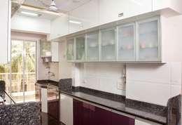Shreeji Residence: modern Kitchen by suneil